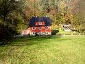 Malebný domek na pravém břehu Labe patří k městu Halbestadt..