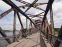 Hubbrücke je ocelový příhradový most přes Stromelbe, Magdeburg.