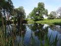 Henschels Loch je kouzelná tůně na levobřežním přítoku Labe u obce Dröschkau.