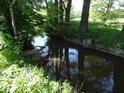 Opatovický kanál v Břehách je možné poněkud svázat stavidlem, příprava na to je zde dostatečná.