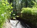 Stavidlo přívodní stoky do Bohdanečských rybníků lze vidět nejen technicky, ale též romanticky.