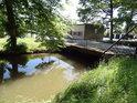 Most přes Opatovický kanál na sádka v Bohdanči.
