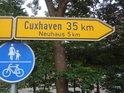 Ukazatel v obci Höme říká, že město Cuxhaven je vzdáleno 35 km.