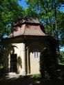 Uzavřený zděný altán v zámeckém parku ve Storkau.