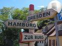 Dálkový rozcestník míst na Labi ve městě Arneburg. Dá se říci, že zde je zhruba polovina německého Labe.